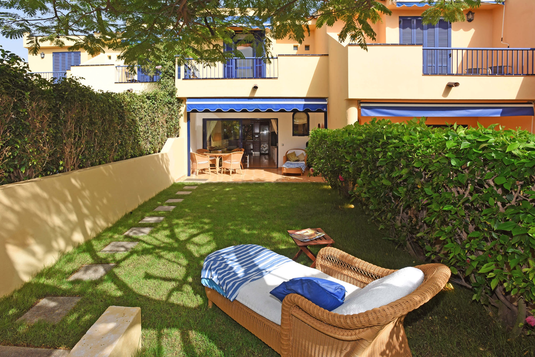 Very well maintained holiday home in the complex Bahía Meloneras with large communal pool, only a few meters away from the beach