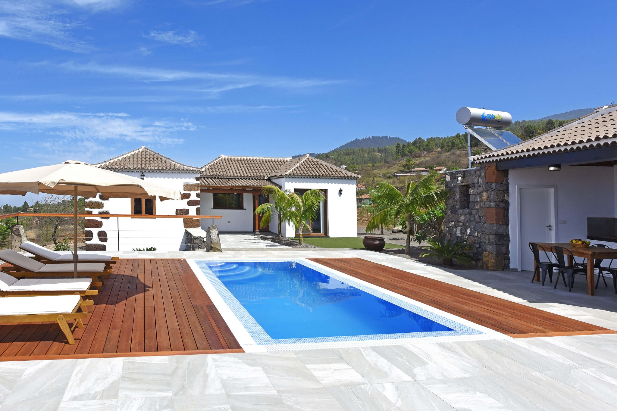 Beautiful and modern renovated Canarian country house with private pool and sea and landscape views