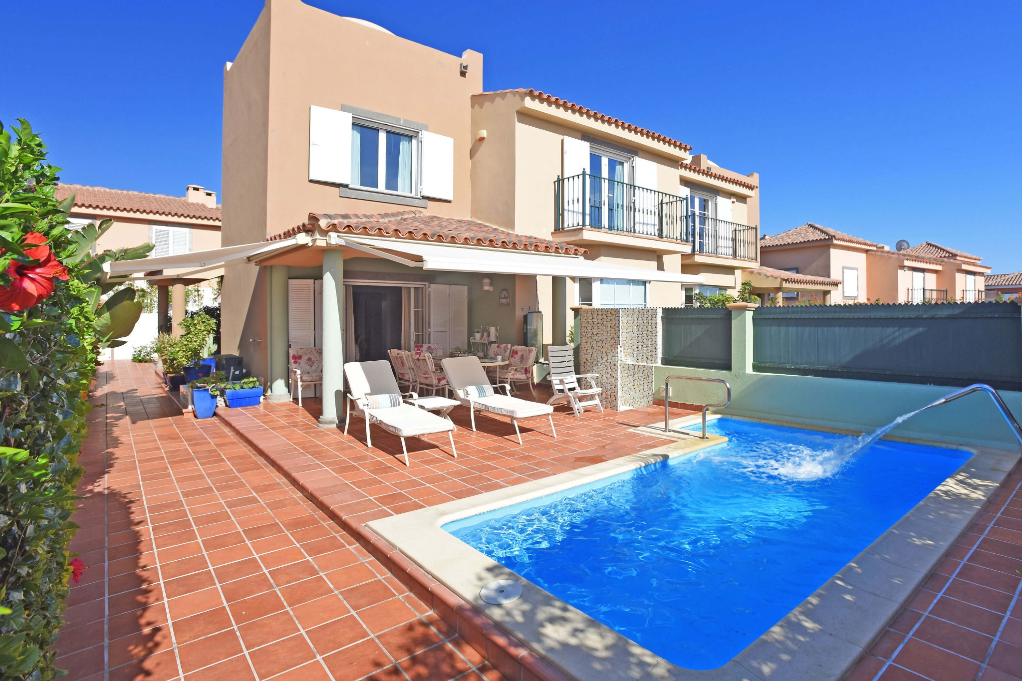 Very comfortably furnished holiday villa with private pool in a privileged location in Meloneras, a few steps from the seafront
