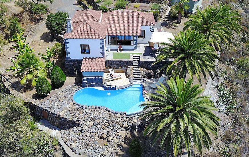 Rustikk to-roms hus med et fantastisk uteområde med fine detaljer, privat basseng og fantastisk utsikt til det grønne landskapet i La Palma