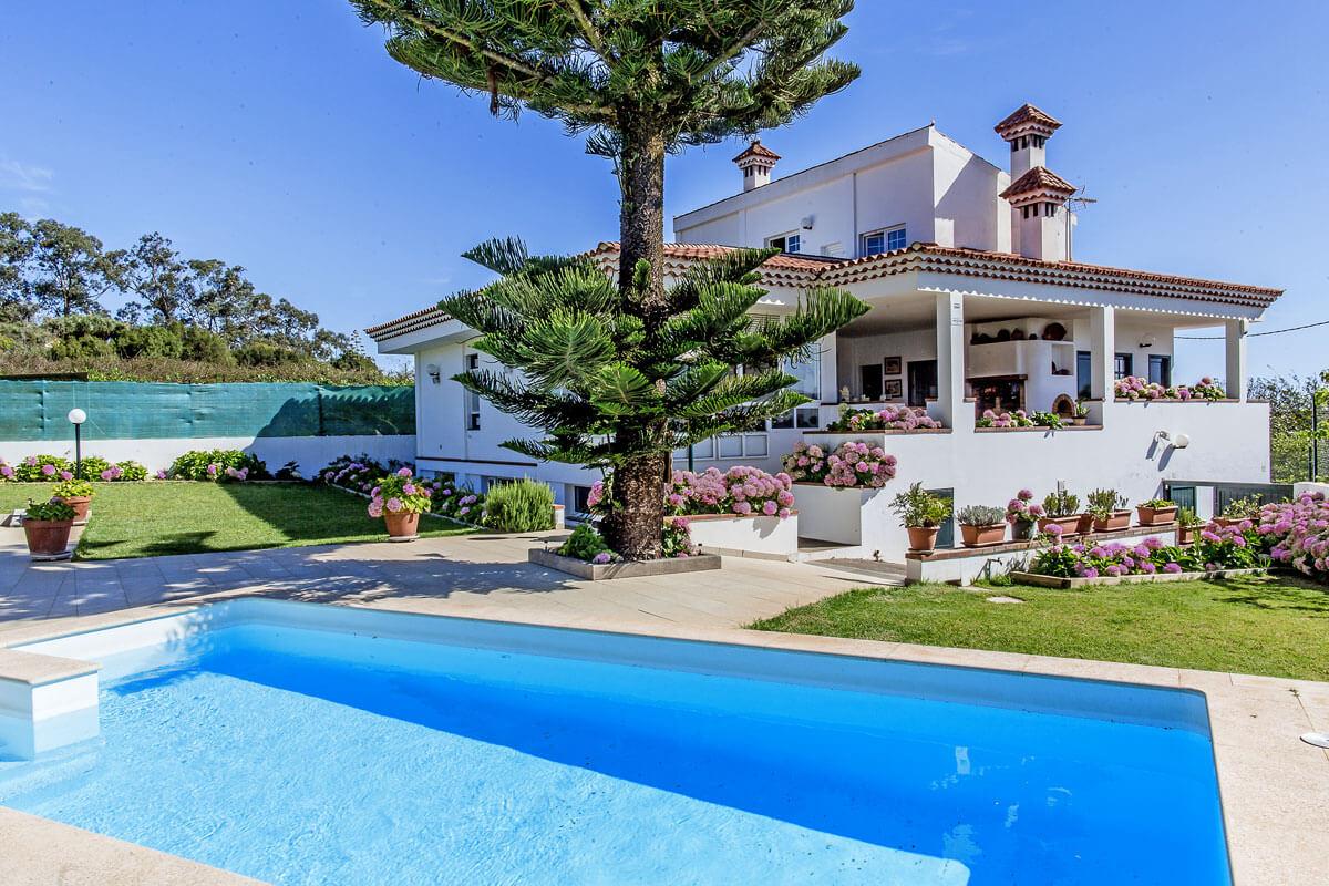 Helle und sehr gut ausgestattete Villa mit großem Garten und privatem Swimmingpool in der wunderschönen Gegend von Santa María de Guía mit spektakulärem Blick auf die Landschaft.