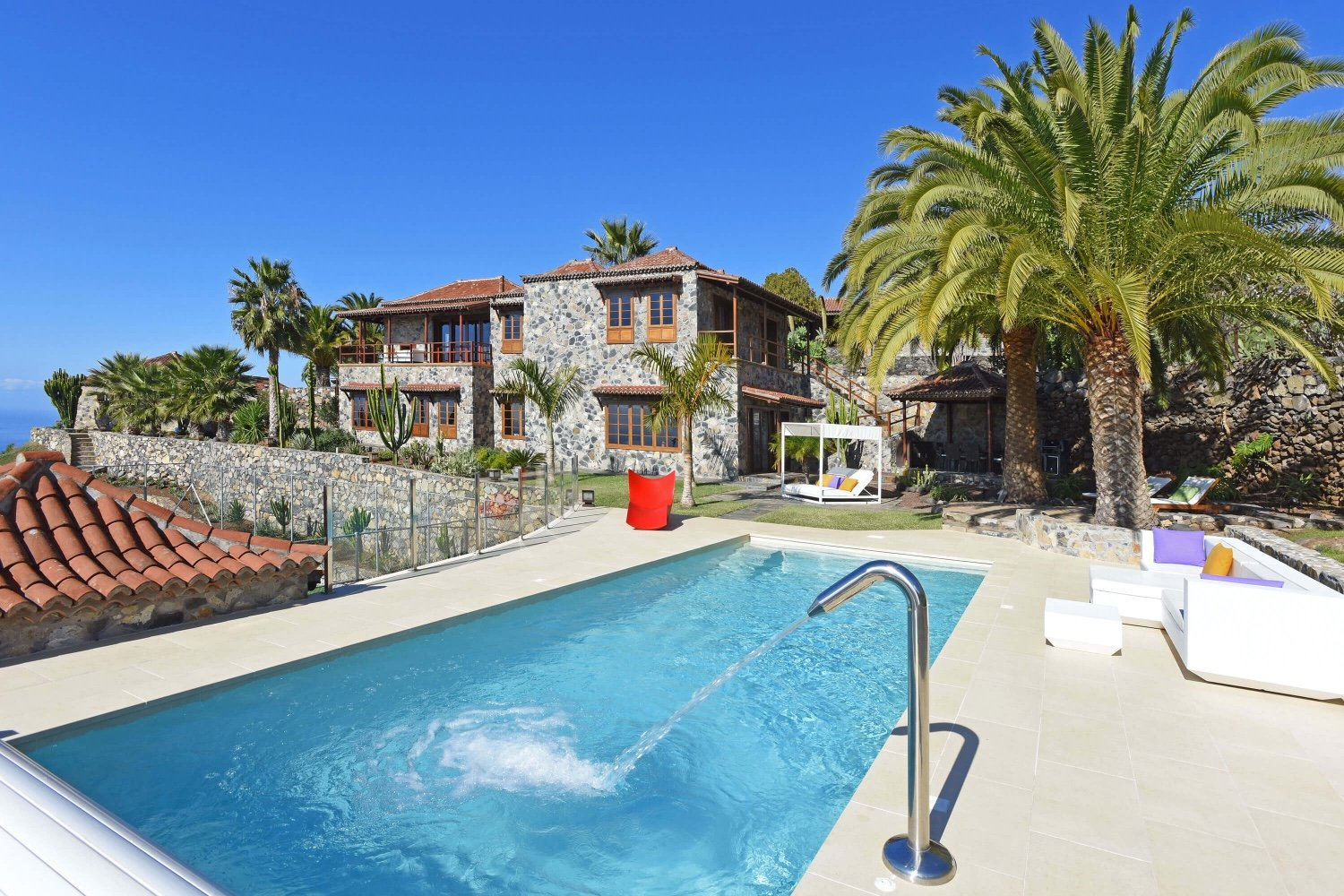 Luxurious mansion with a beautiful pool area, magnifice gardens and fantastic views to the sea and mountains