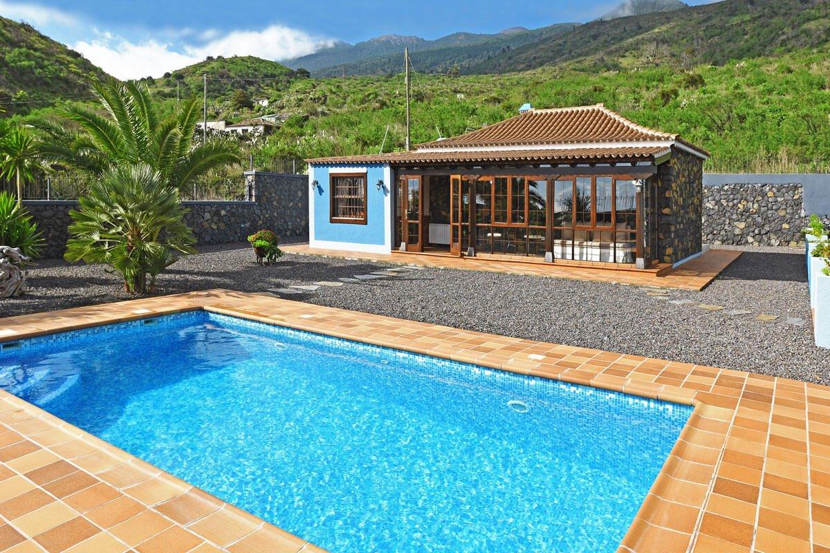 Jardin con piscina y barbacoa piscina ecolgica de sal ms for Casa rural 2 personas piscina privada