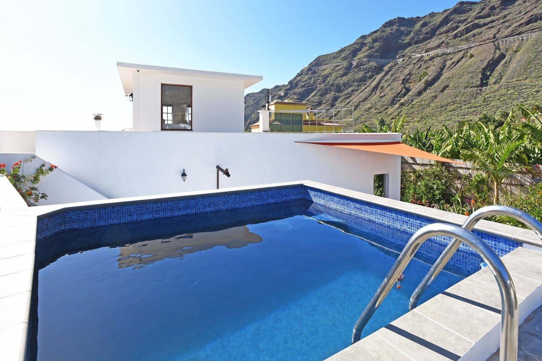 Bonita casa de vacaciones con chimenea piscina privada y for Casas con piscina privada para vacaciones