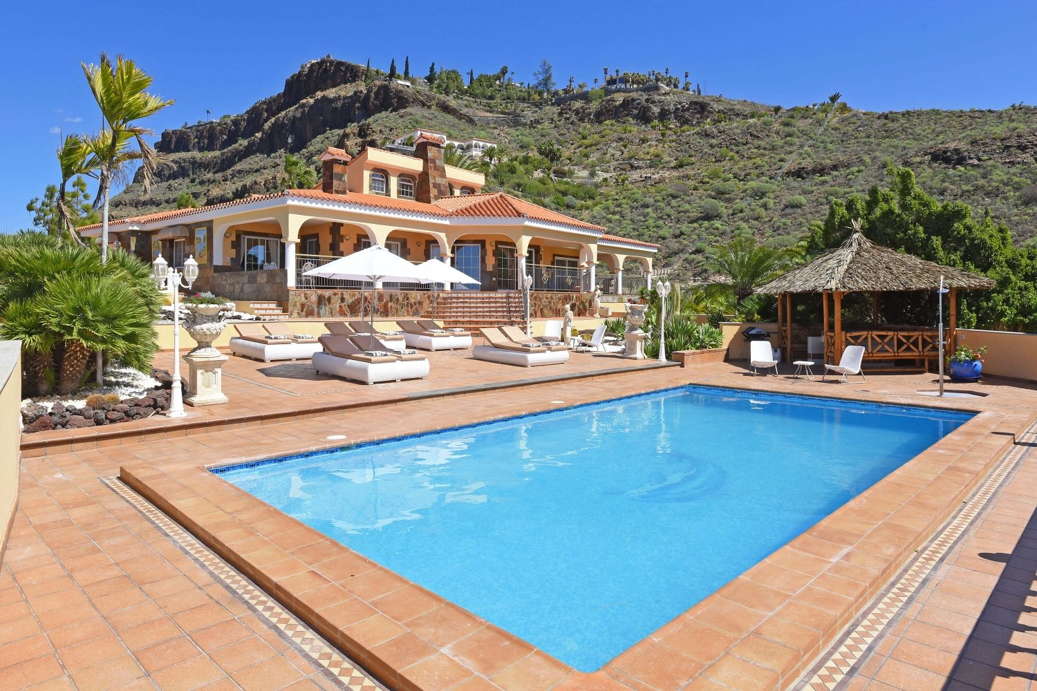 Fabulous holiday villa for 14 people with large terraces, fireplace, private pool, sauna and views of the sea and the mountains