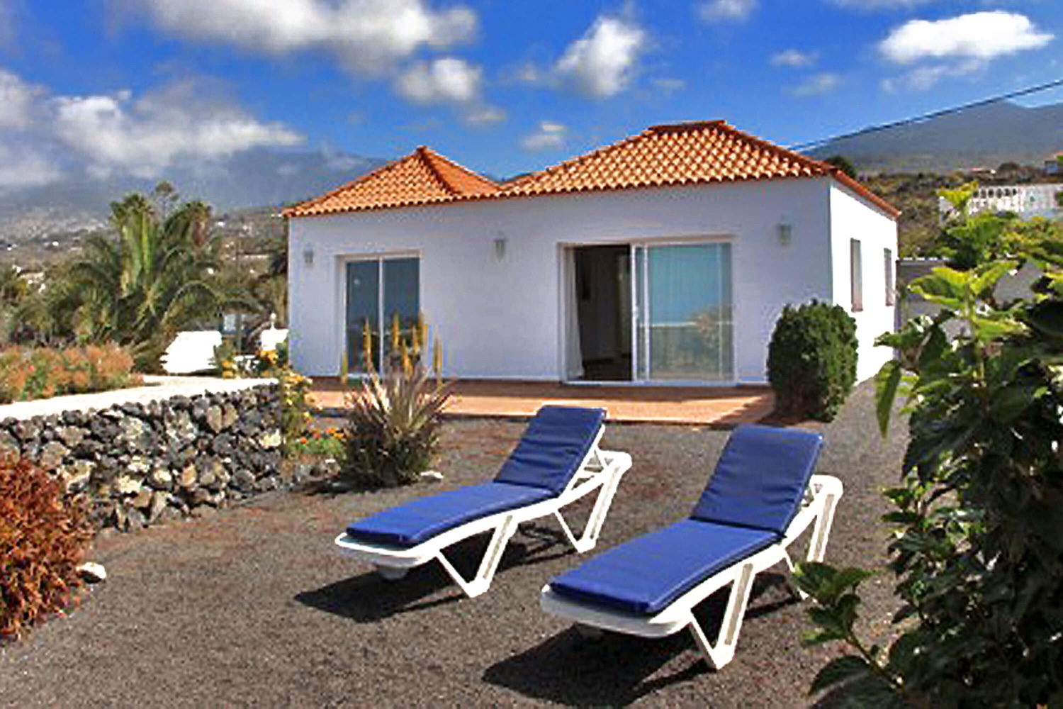 Pleasant holiday home for 4 people in a rural area, ideal to enjoy the wonderful views of the sea and the mountains