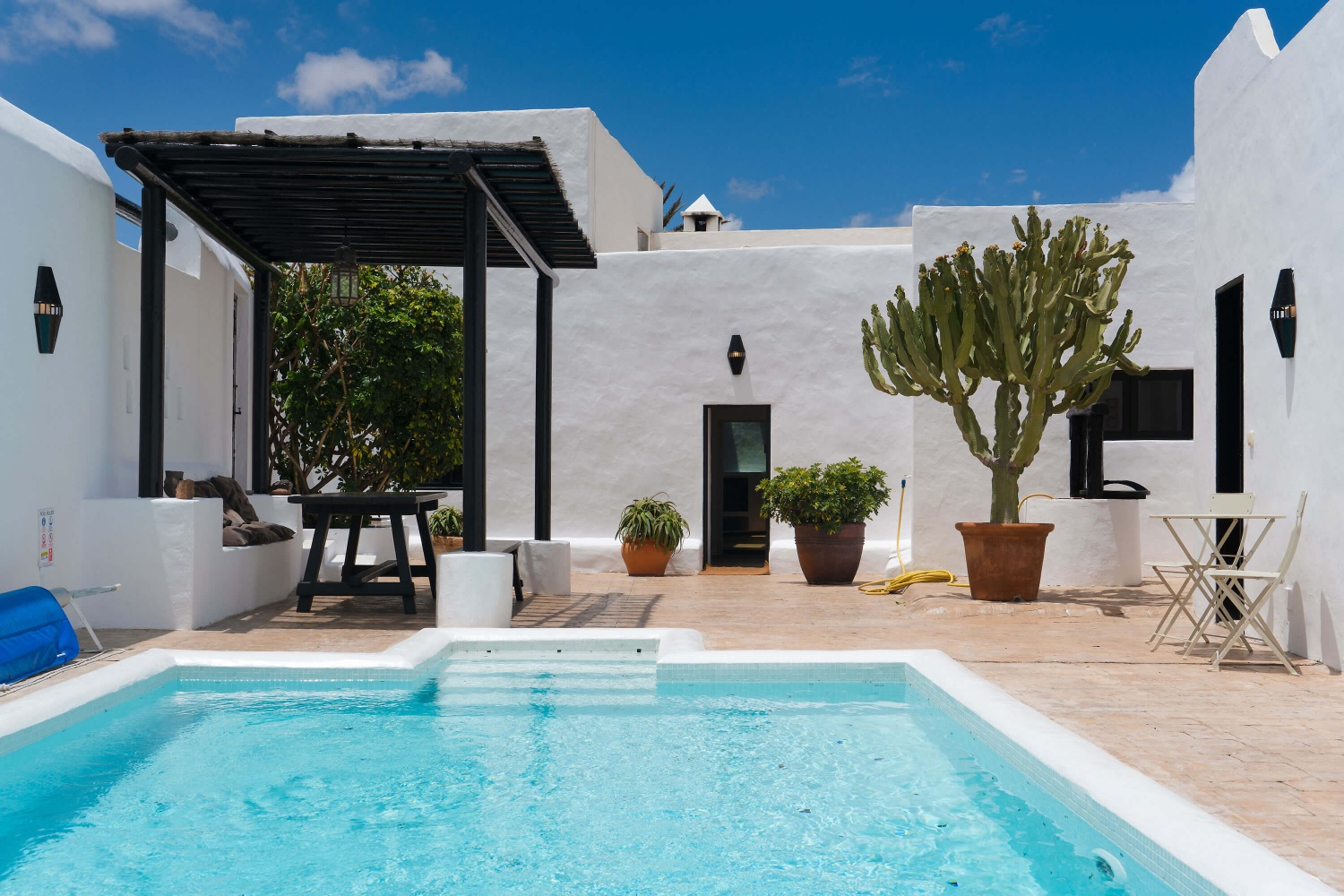 Holiday villa with private heatable pool and an ideal location to explore the rest of the island of Lanzarote