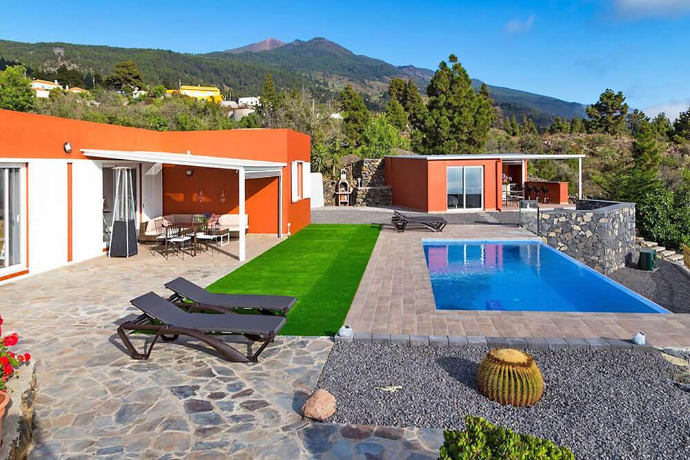 Vackert hus för upp till 6 personer med privat pool, utekök, vedspis och separat område för ditt husdjur