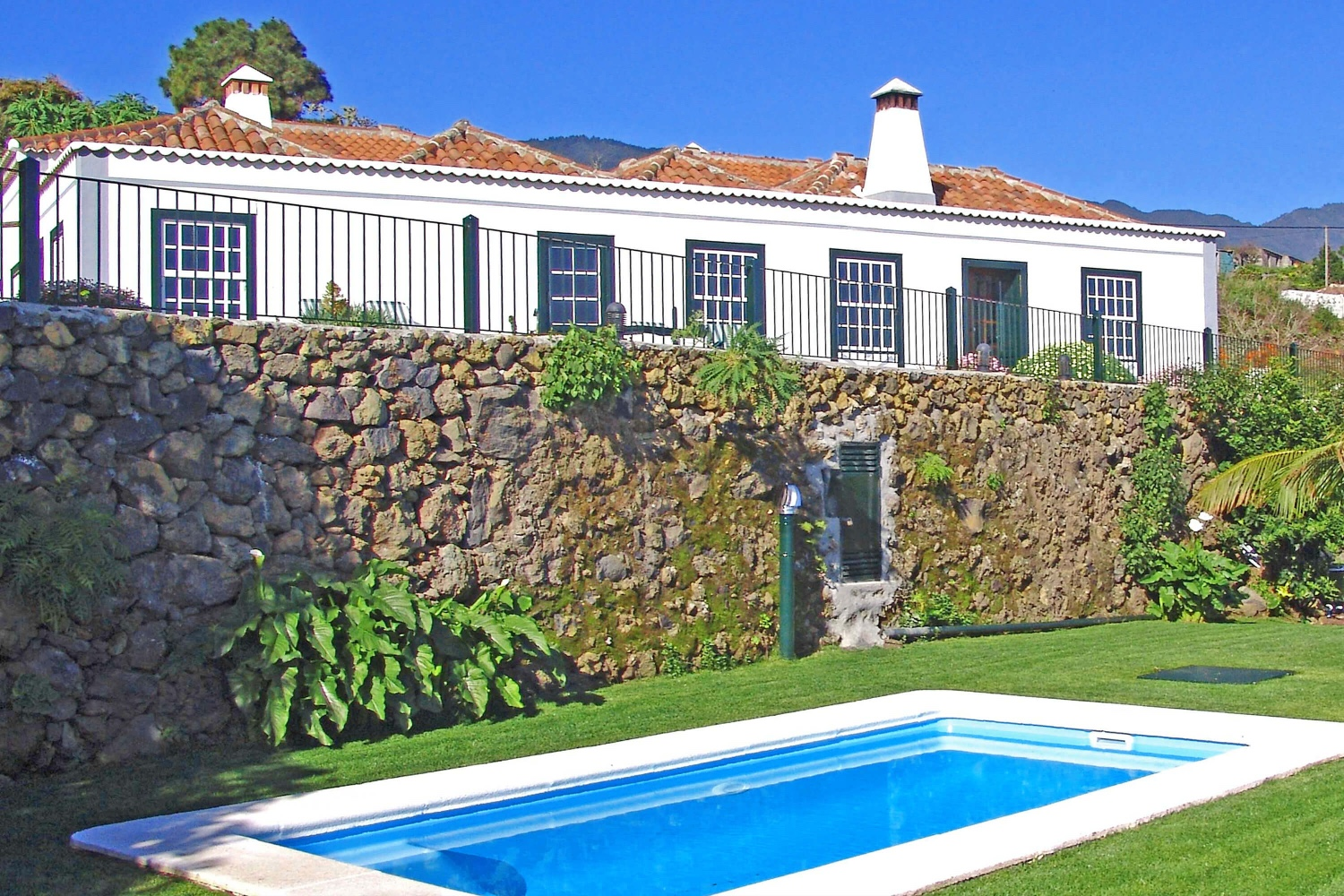 Traditional house with large pool and several outdoor areas to enjoy the magnificant sea view.