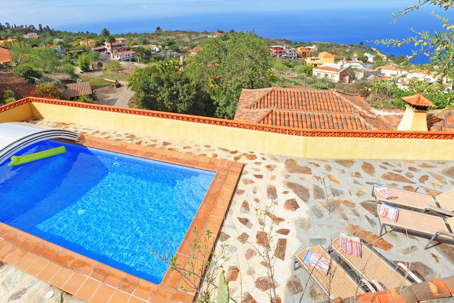 Beautiful and well equipped two-bedroom holiday home with several terraces and pool overlooking the sea, located in the area of Puntagorda