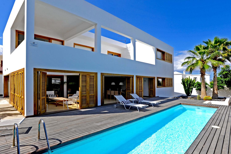 Nydelig villa lyse og romslig interiør, med privat basseng og en ideell beliggenhet i Costa Teguise