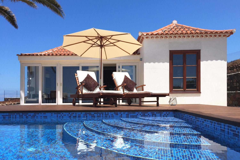 Ferienhaus in modernem Design mit privatem Pool und spektakulärem Blick auf das Meer - der ideale Ort für einen Urlaub zu zweit
