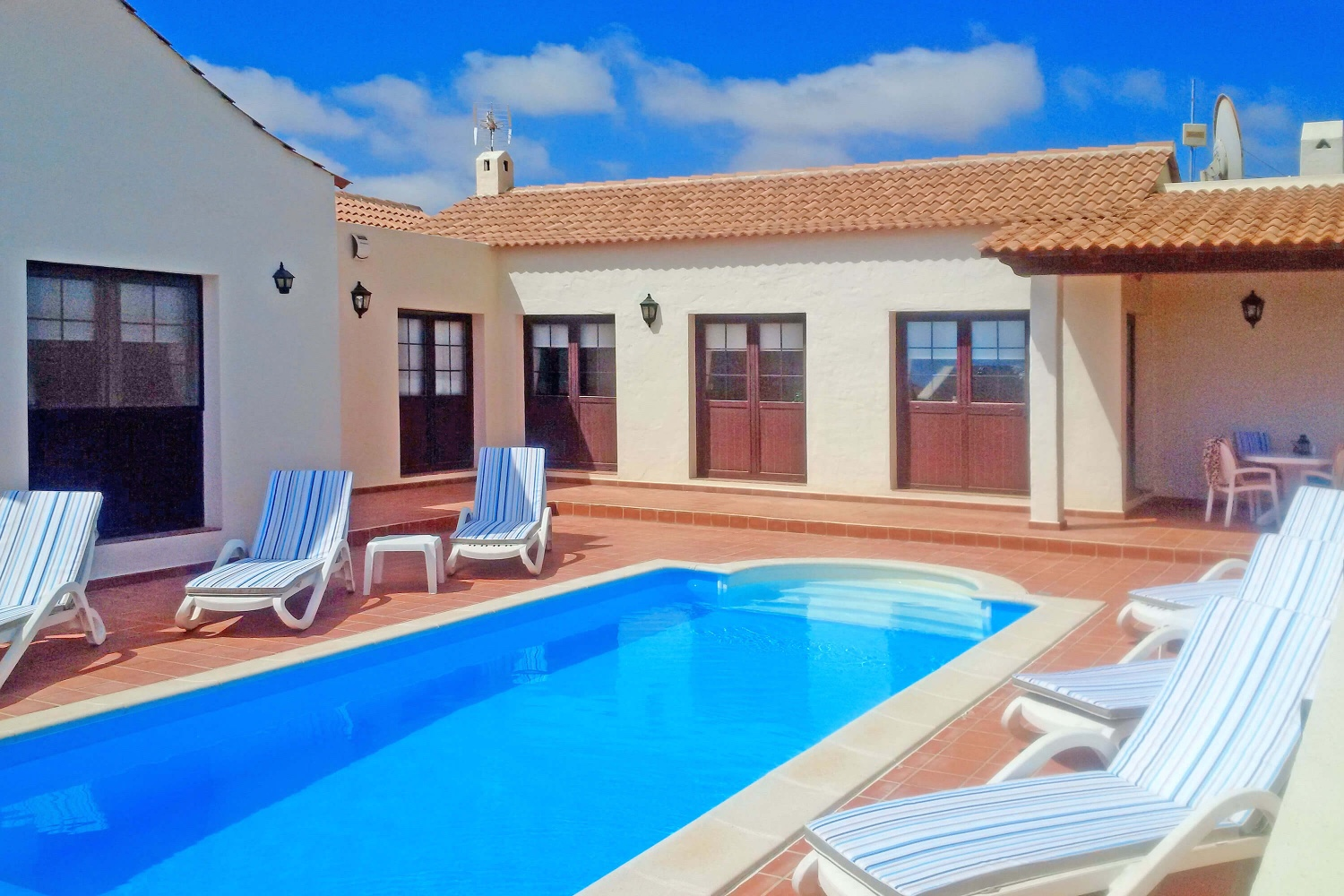 Traditional three bedroom villa with private pool and surrounded by beautiful volcanic landscape near the coast