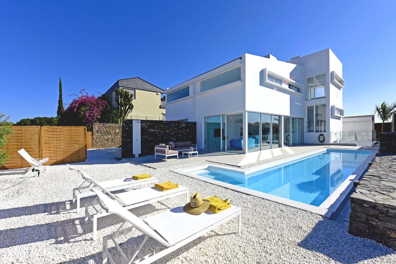 Wunderschöne moderne Villa für bis zu 8 Personen mit hochwertiger Ausstattung, großem beheiztem Pool und idealer Lage, nur wenige Minuten vom Strand von Meloneras und Maspalomas entfernt