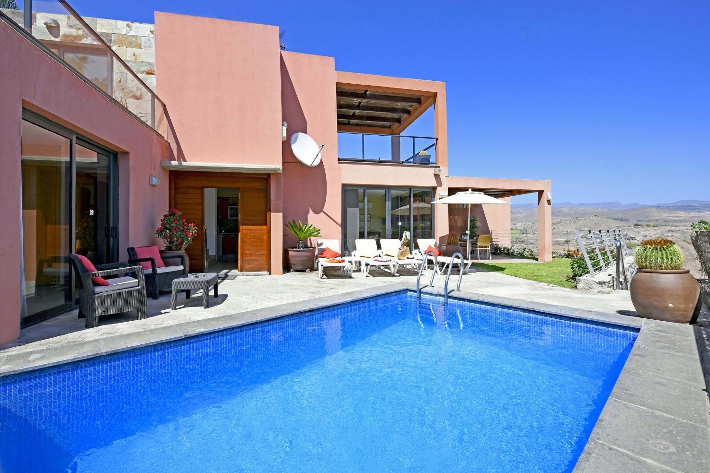 Elegante Villa mit schönem Außenbereich und Privatpool im Komplex Las Terrazas mit Blick auf den Golfplatz