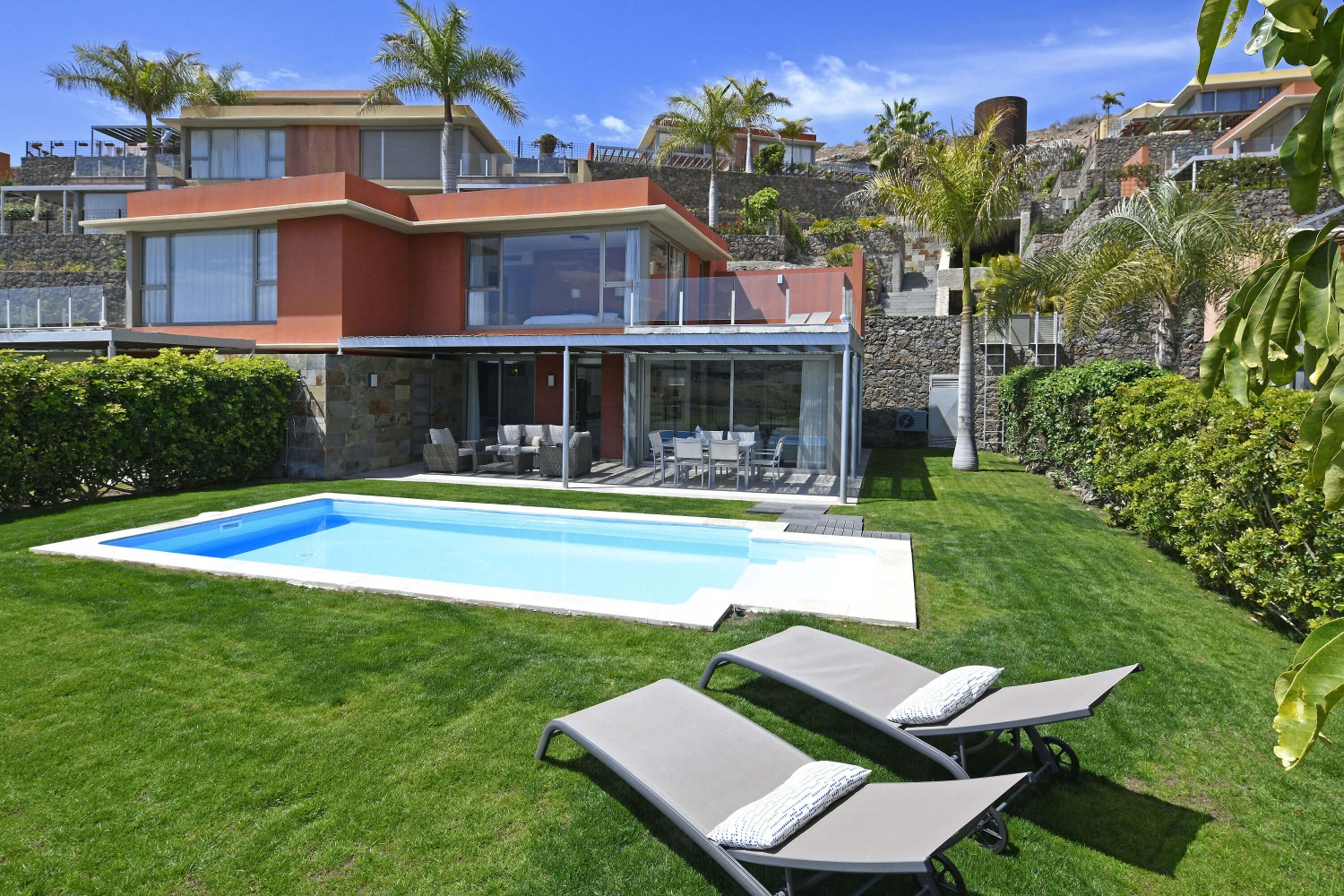 Stylish villa directly on the golf course with a modern interior, garden with private pool and a beautiful view