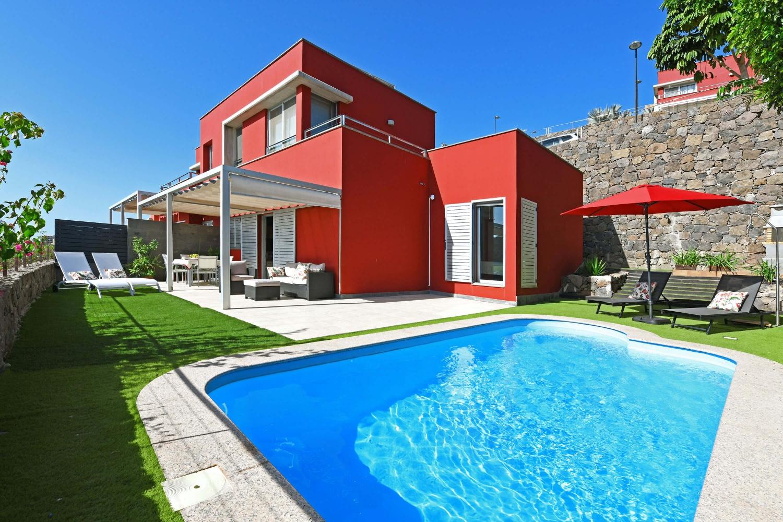 Modern und komfortabel eingerichtete Ferienvilla mit privatem Pool in der ersten Reihe des nördlichen Salobre Golfplatzes