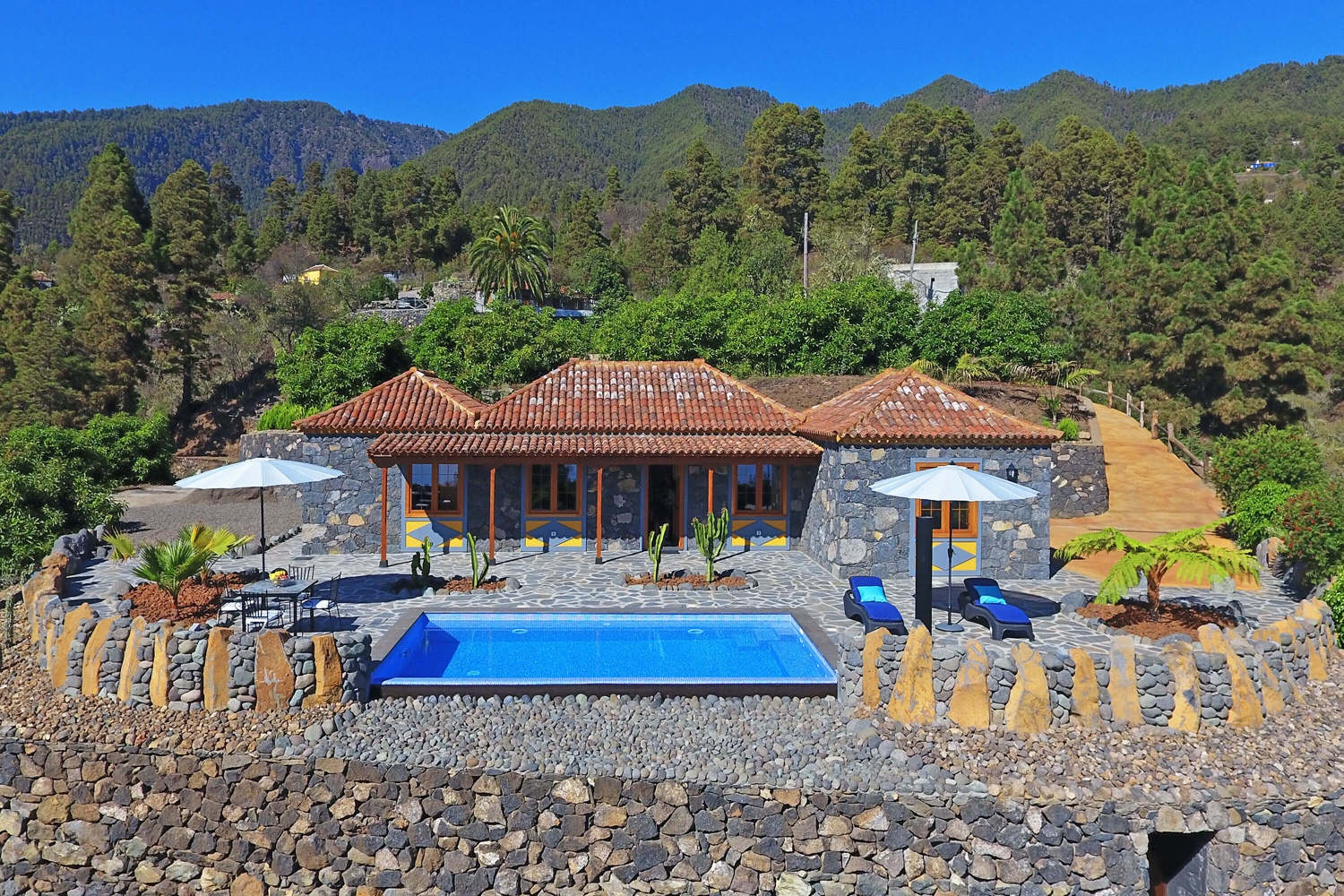Romantic country house with private pool in the green mountains of La Palma with magnificent views of the Atlantic Ocean and the starry sky at night