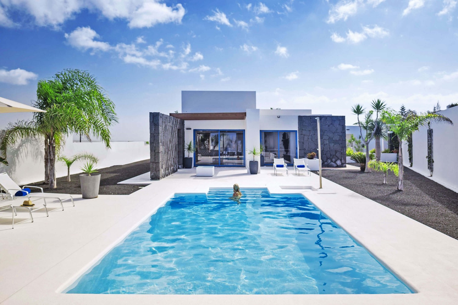 Magnificent 3 bedroom villa with beautiful views, private heated pool, at the foot of a volcano and near the center of Playa Blanca.