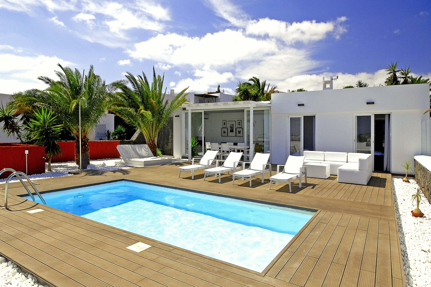 Beautiful 3 bedroom villa with views of the sea and Fuerteventura, with private heatable pool and near the famous Papagayo beaches