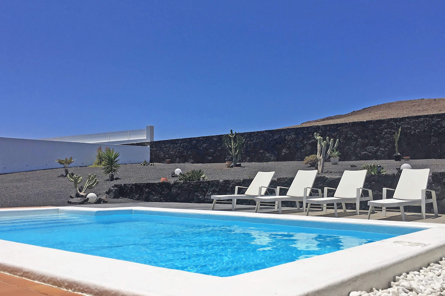 Great 3 bedroom villa with private heated pool, at the foot of a volcano overlooking the sea and near the center of Playa Blanca