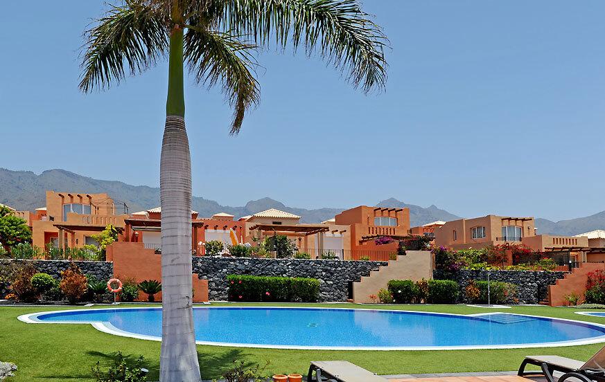 Moderni kahden makuuhuoneen koristeltu tyyliin, uima-allas ja sijaitsee lähellä Golf Costa Adeje