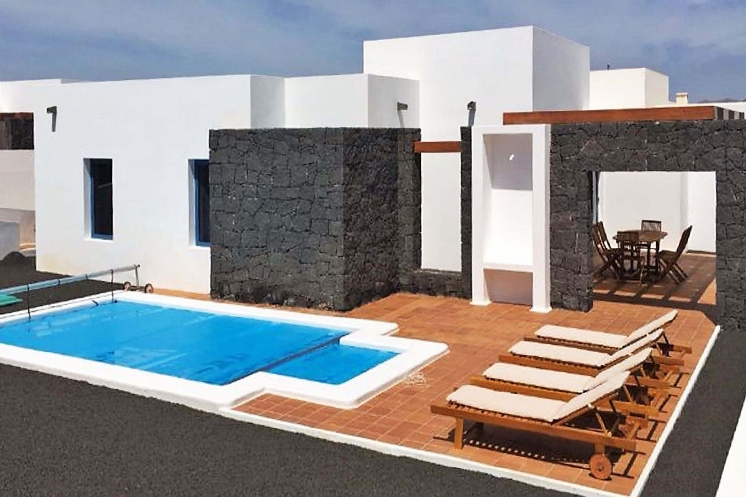 Villa with 2 bedrooms and private heatable pool in a residential complex in Playa Blanca in the south of the island