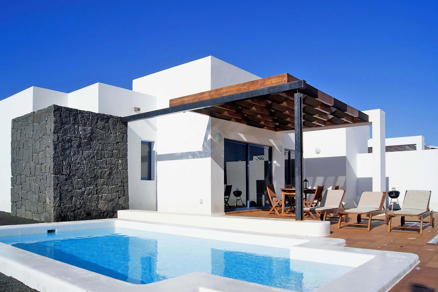 Two bedroom villa, located in a residential area with private heatable pool, air conditioning and Wifi