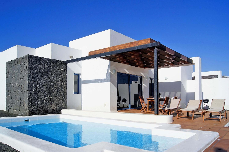 Villa mit zwei Schlafzimmern in einem Wohngebiet mit privatem beheizbarem Pool, Klimaanlage und WLAN