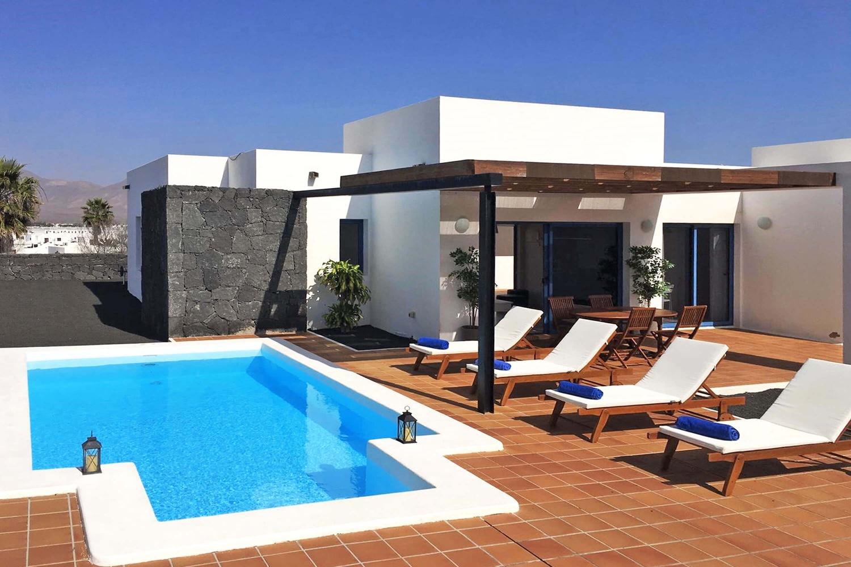 Fremragende villa med 2 soveværelser med smuk udsigt, privat opvarmet pool, aircondition og WIFI nær byen Playa Blanca