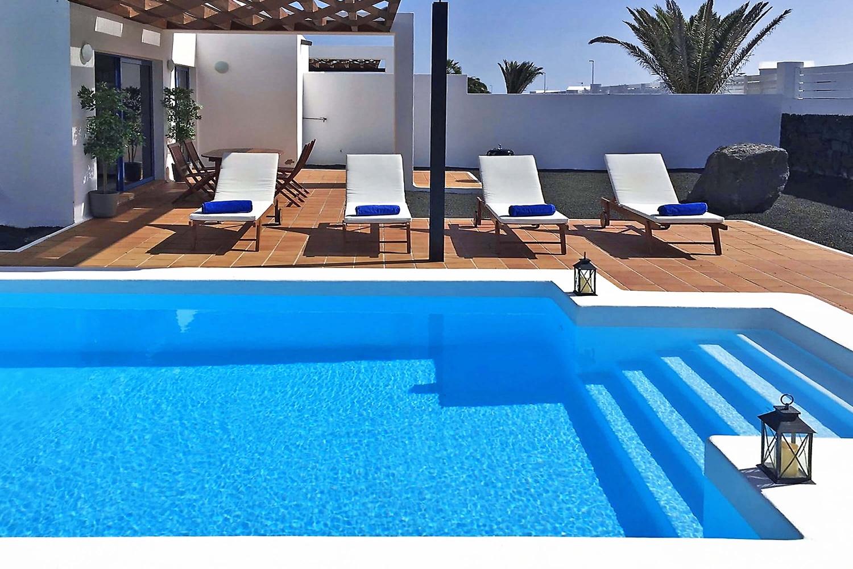 Ideel villa til hvile beliggende i en bolig nær centrum af Playa Blanca med privat pool, Wifi og aircondition