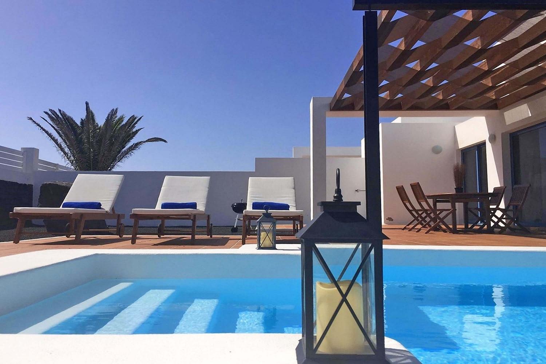 Diese Villa befindet sich am Fuße des Vulkans Montaña Roja und bietet Platz für bis zu 4 Erwachsene. Sie verfügt über einen eigenen beheizbaren Pool, Klimaanlage und WLAN