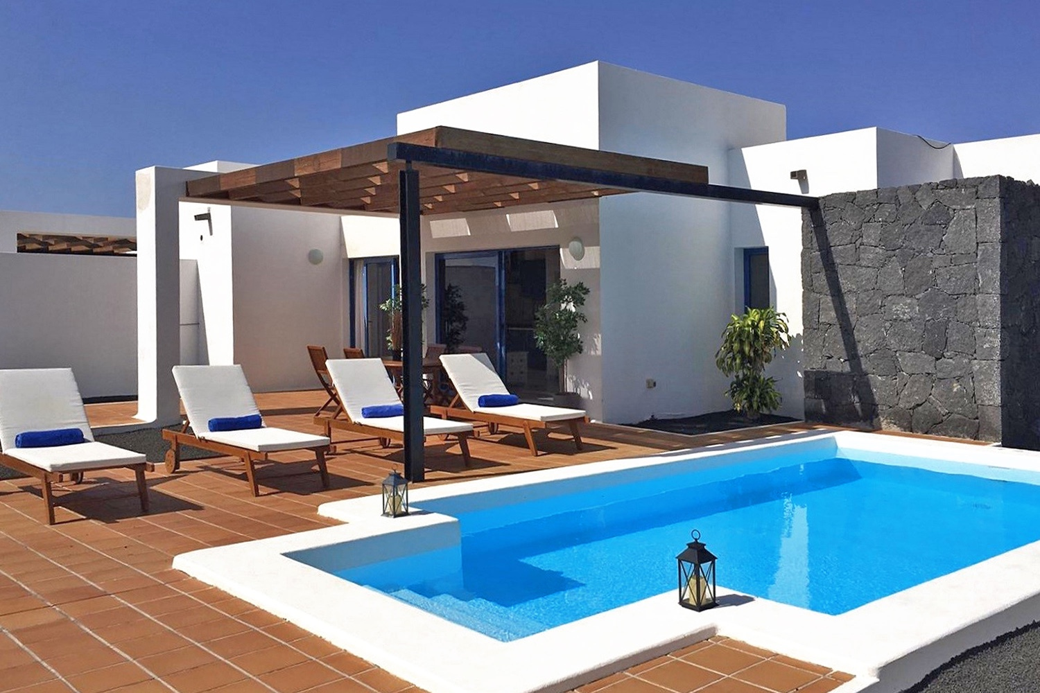 2 bedroom villa with excellent views at the foot of a volcano, with private pool, 2 terraces, air conditioning and WIFI
