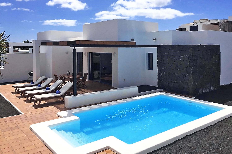 Fin 2-roms villa i boligområde med privat oppvarmet basseng, klimaanlegg og Wifi