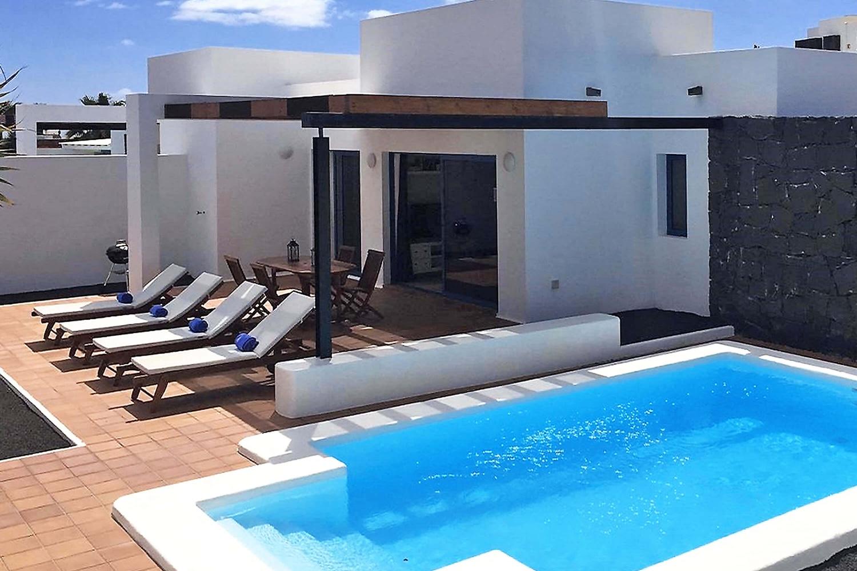 Mysig villa med 2 sovrum, perfekt för vila, med privat uppvärmd pool, luftkonditionering och Wifi