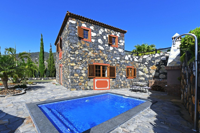 Perfekt renoverte kanariske steinhus, med privat basseng, grill og vakker utsikt over havet og landskapet