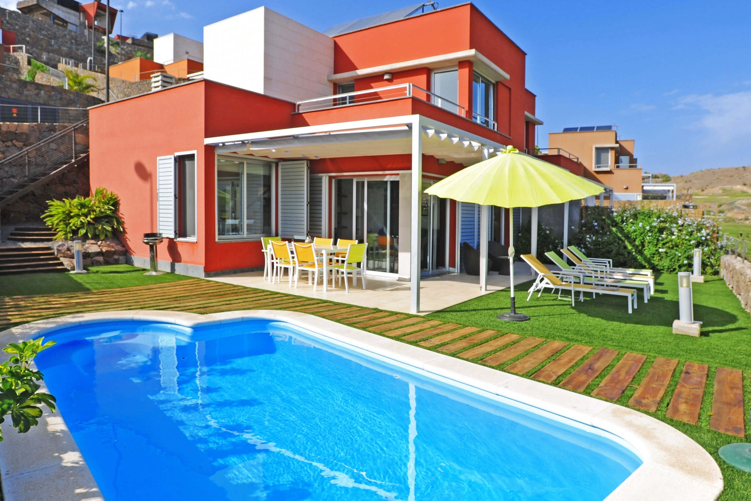 Villa to rent directly at the golf course with large garden area with nice terrace, barbecue area and heatable pool