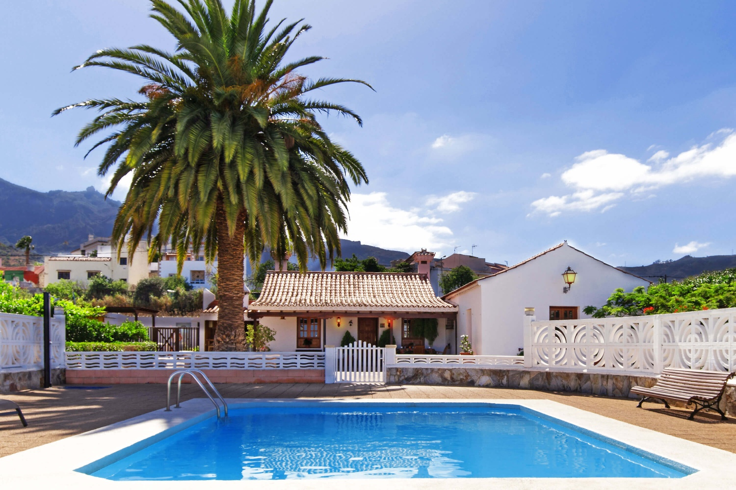 Traditional style villa with private pool located in the beautiful natural surroundings of the center of Gran Canaria