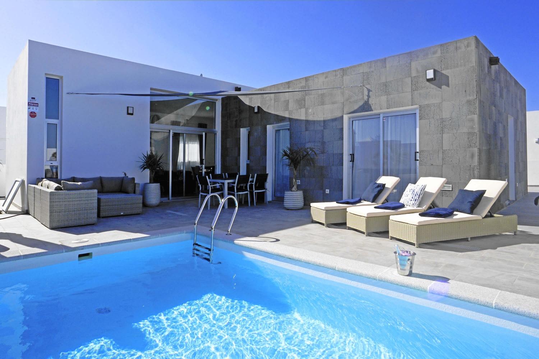Moderne und komplett neu eingerichtete Villa in der Nähe der wunderschönen Papagayo-Strände und des Yachthafens Marina Rubicón