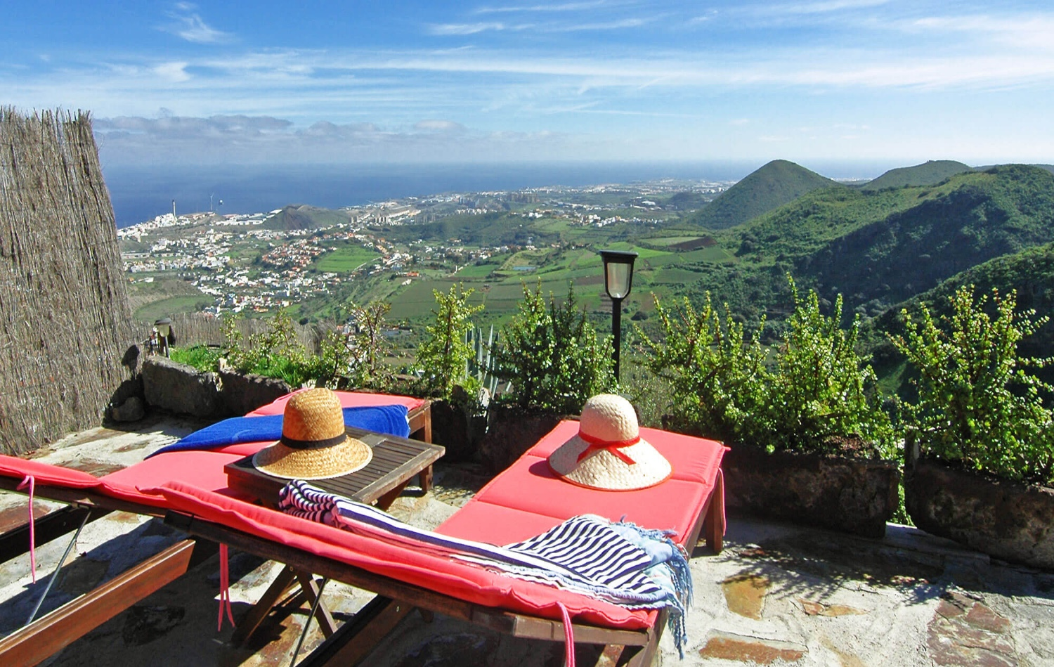 Holiday home with jacuzzi located on a large estate with splendid views of the sea and mountains