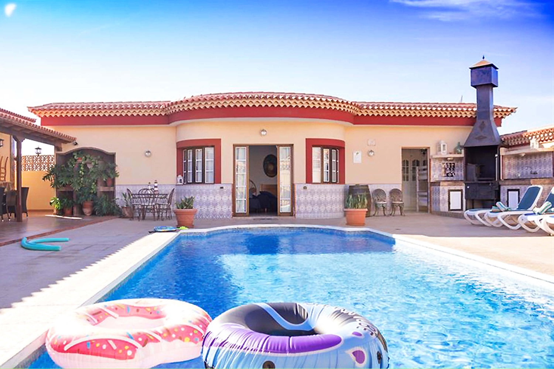 Ruime luxe vakantievilla met oog voor details in het interieur en exterieur design van de villa voor een ontspannen vakantie in het zuiden van Tenerife