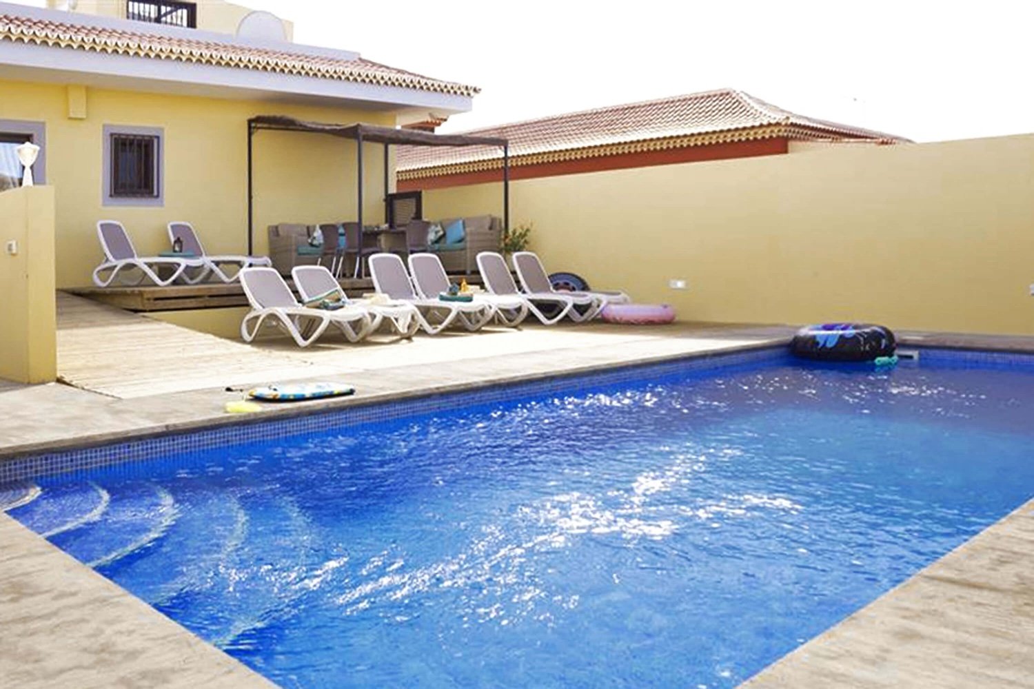 Spacious holiday villa with a large outdoor area with private pool for holidays with the whole family in the south of Tenerife