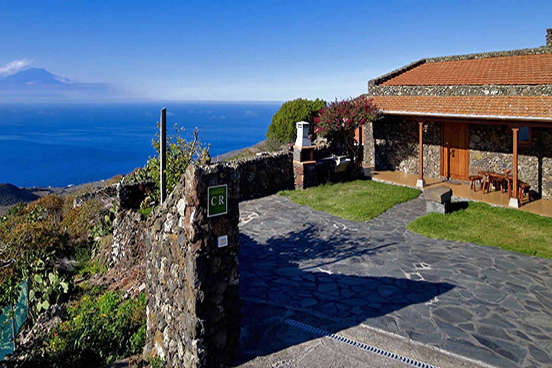 Rustikt hus med traditionell kanarisk stil, med en trevlig träterrass och ett utmärkt läge för att utforska resten av ön El Hierro