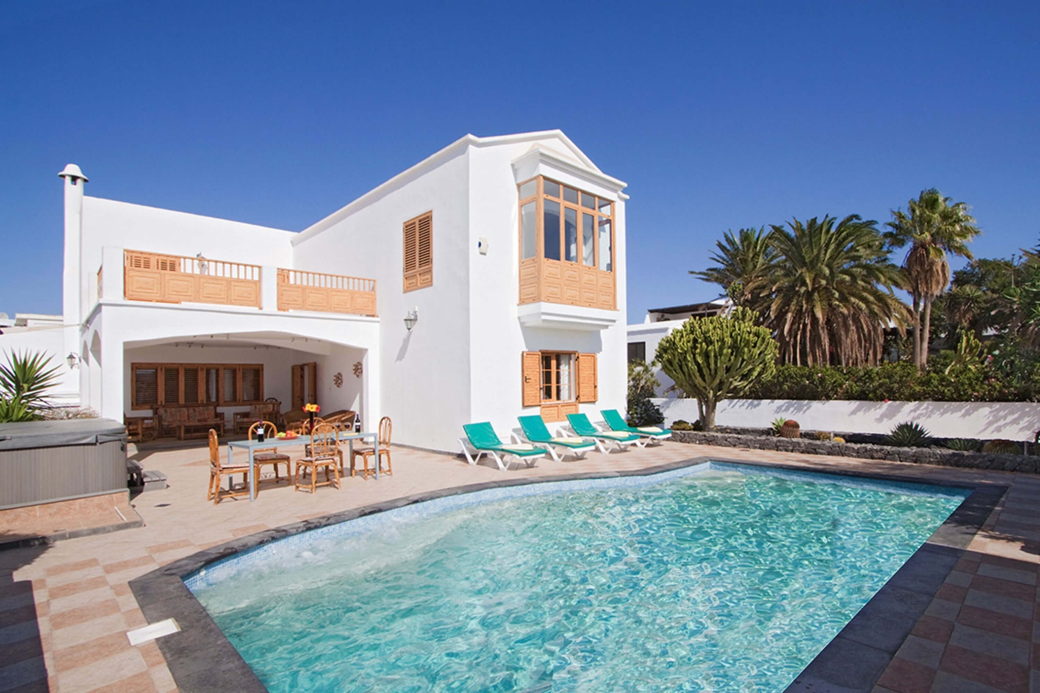 Spacious villa with private pool for a relaxing holiday with the whole family in Puerto del Carmen, in the south of Lanzarote