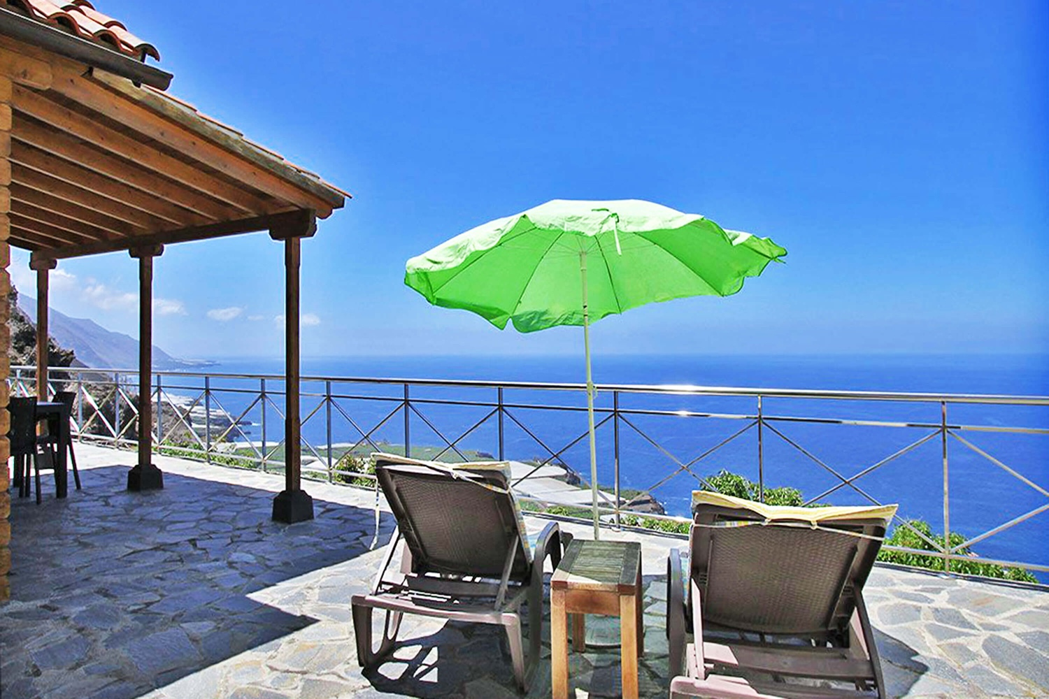 Nicely equipped bungalow for 4 people with community pool and sea views for a relaxing holiday in Puerto Naos