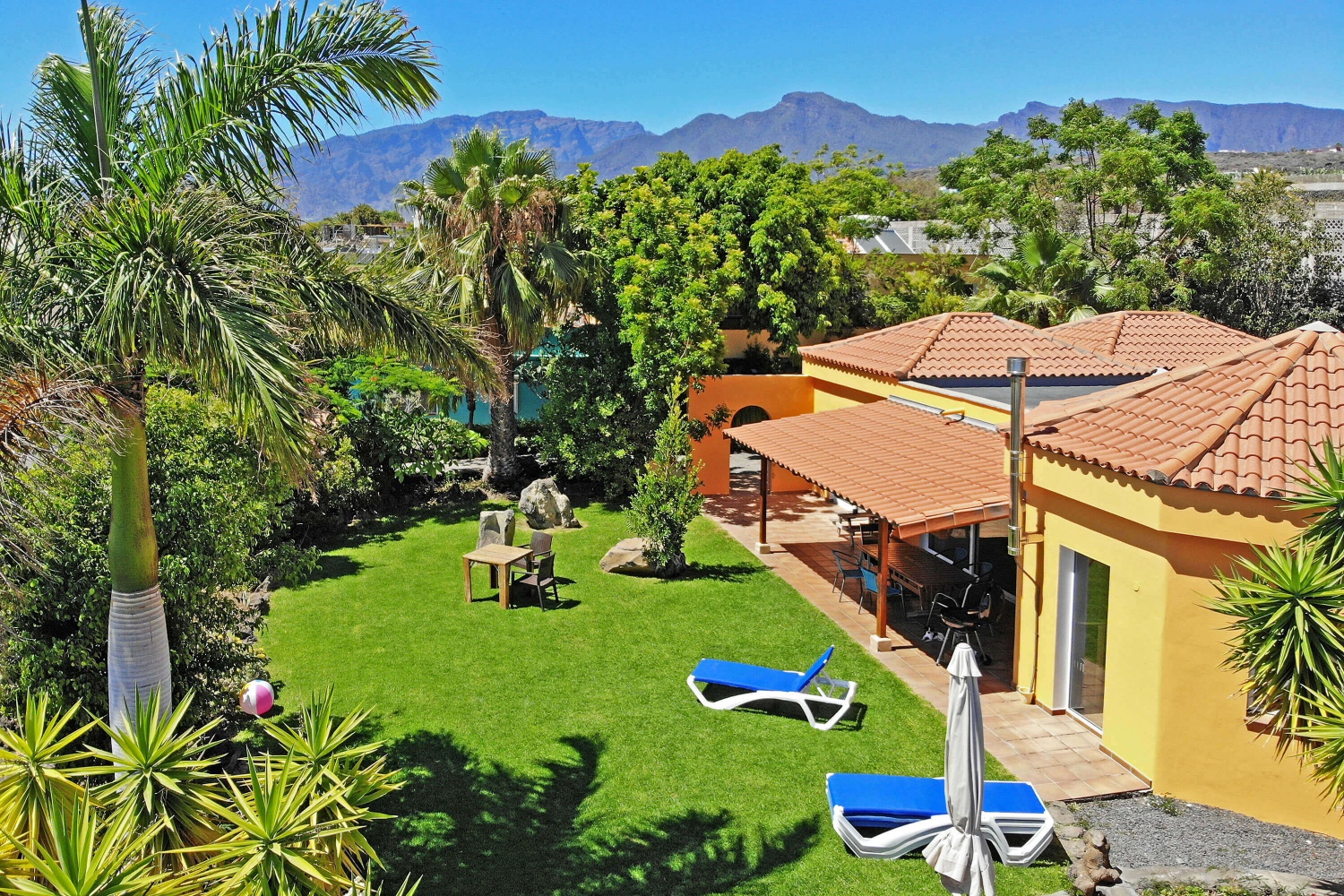 Spacious villa with nice private garden, fantastic sea views and communal pool