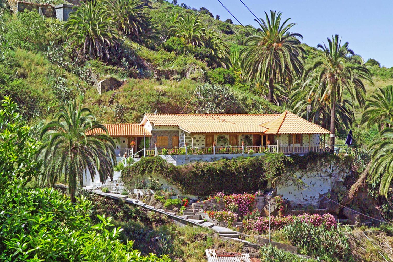 Charmantes Ferienhaus für 8 Personen mit einer großen Terrasse um die Aussicht auf die üppige Natur mit Palmen und Obstbäumen zu genießen