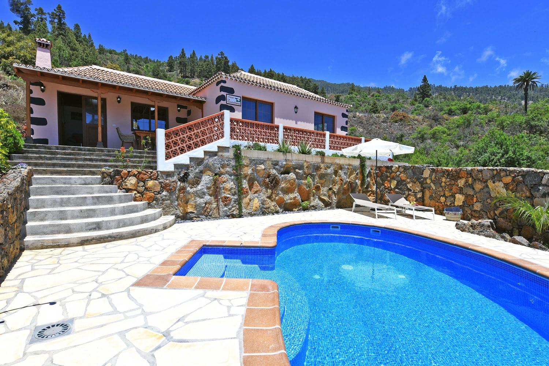 Typisch kanarisches Ferienhaus mit Privatpool und wunderschönem Blick auf das Meer und die Berge