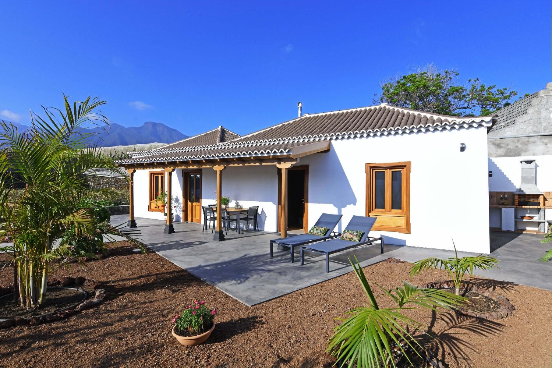 Modernes gut ausgestattetes Ferienhaus mit typisch kanarischen Stilelementen am Rande von Los Llanos
