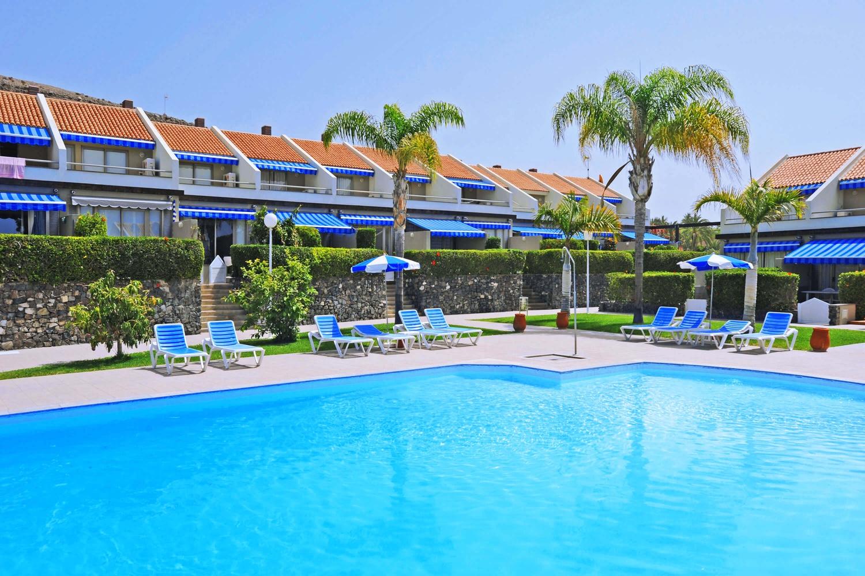 Moderne Villa mit Pool in einer Wohnanlage am Yachthafen von Pasito Blanco